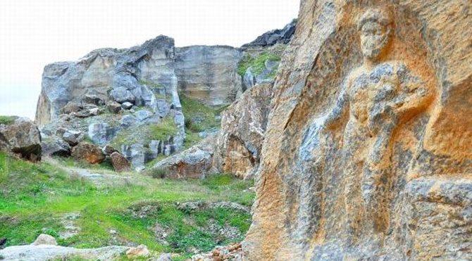 1800 yıllık Herkül kabartması tahrip edildi