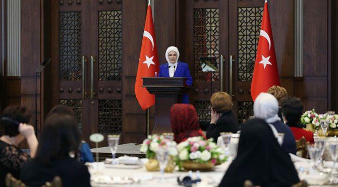 Emine Erdoğan İslamofobi açıklaması