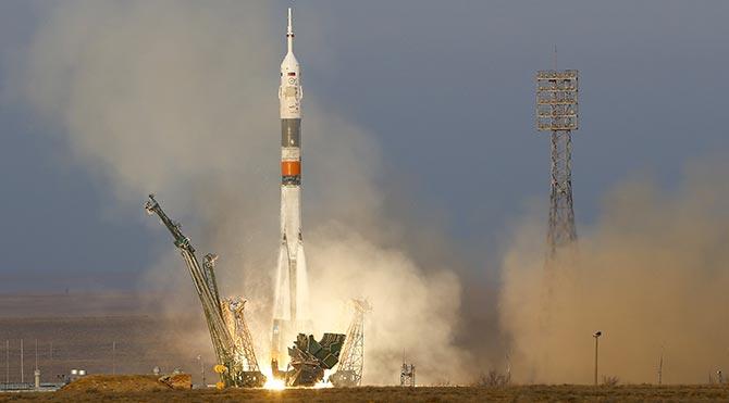 Astronotlar Uzay İstasyonu'na ulaştı