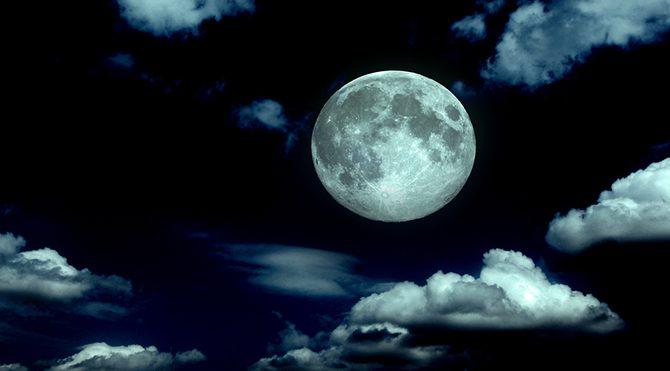 Foto: Shutterstock - Ay'ın mitolojideki önemi