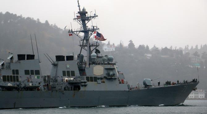 ABD gemisi 'eller tetikte' geçti!
