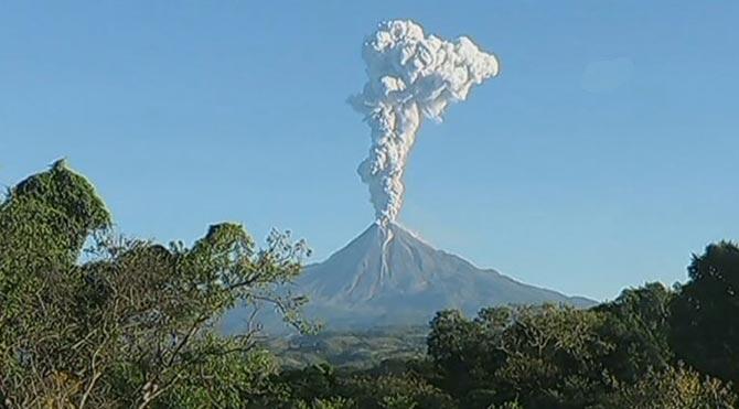Meksika'da yanardağ patladı