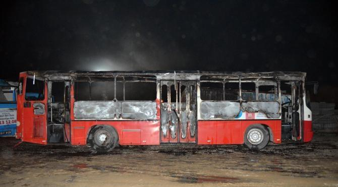 Ceyhan Kaymakamlığına ait otobüs kundaklandı