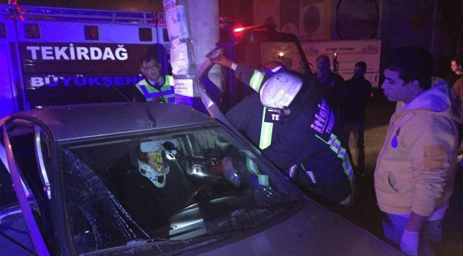 Ehliyetsiz sürücü otomobile çarptı, 1 yaralı