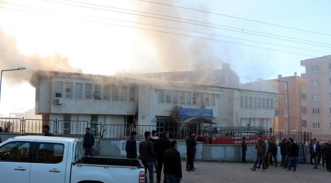 PKK`lılardan, Şırnak`ta içinde öğrenciler bulunurken Kültür Merkezi`ne bombalı saldırı: 6 yaralı – fotoğraflar