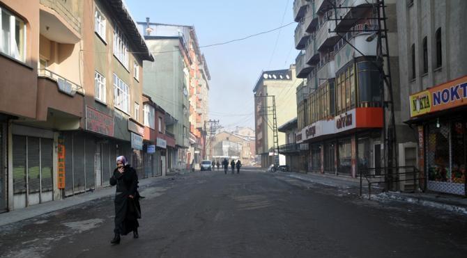Yüksekova`da kepenkler açılmadı