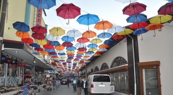 Tarsus`un Siptilli Çarşısı şemsiyelerle renklendi