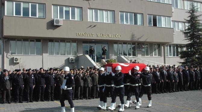 Kazada ölen polis memuru, törenle memleketi Elazığ`a uğurlandı (2)