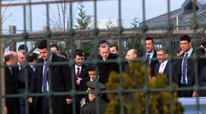 Ek bilgilerle Cumhurbaşkanı Erdoğan köprüde intihar etmek isteyen genci ikna etti