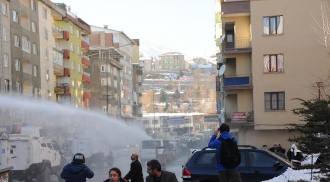 Hakkari`de HDP ve DBP`nin protesto gösterisinde olay çıktı