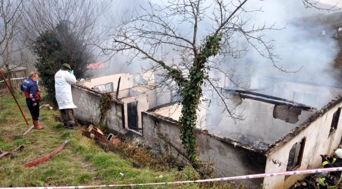 Bartın`da tek katlı ev yandı: 1 ölü, 1 yaralı