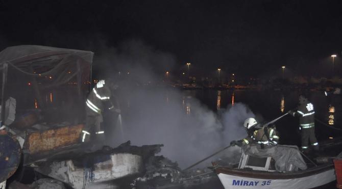 İnciraltı`nda balıkçı teknesi yandı
