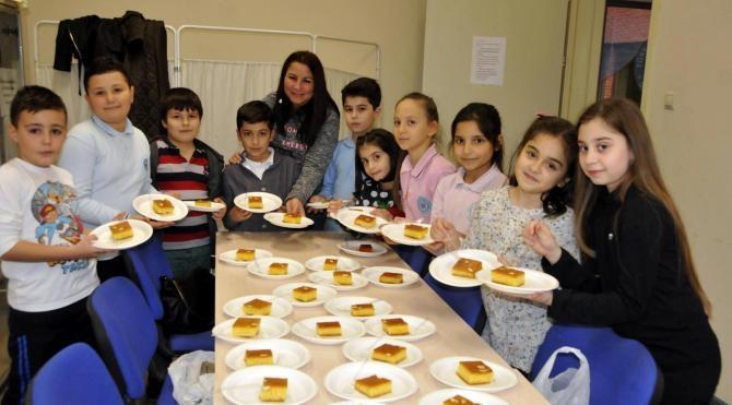 Öğrenciler İzmit`in yöresel `Otur Fatma` tatlısı ile tanıştı