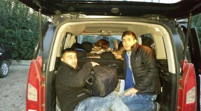 Durdurulan midibüsteki 7 kaçak yakalandı, sürücü tutuklandı
