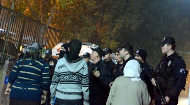 Mersin`deki sokağa çıkma yasağı protestosunda bir genç öldü (Ek fotoğraflar)