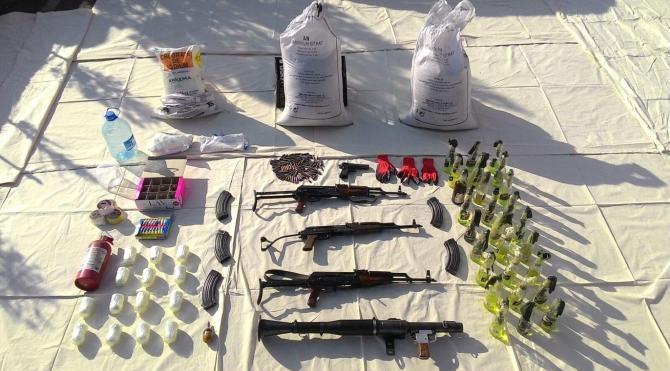 Diyarbakır`da PKK`nın silah ve patlayıcıları ele geçirildi