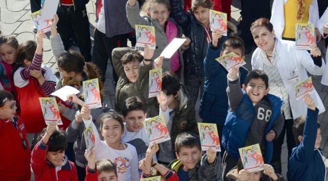 Öğrencilerden büyüklere yılbaşı kartpostalı