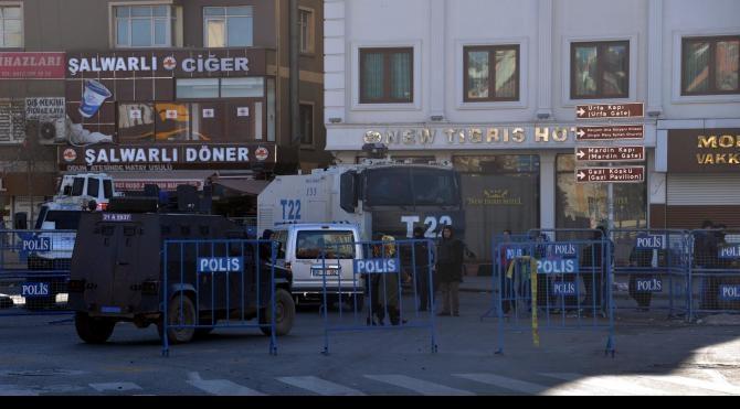 Diyarbakır Sur`da çatışma: 9 güvenlik görevlisi yaralı