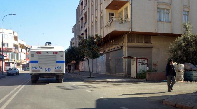 Adana`da kısmen kepenk kapatma eylemi