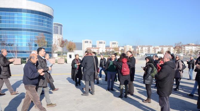 Adliyedeki eylem devam ediyor: CHP`li vekil destek verdi