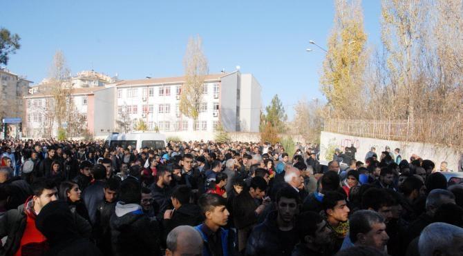 Diyarbakır`da Sur`a yürüyüşe izin verilmedi, olaylar çıktı
