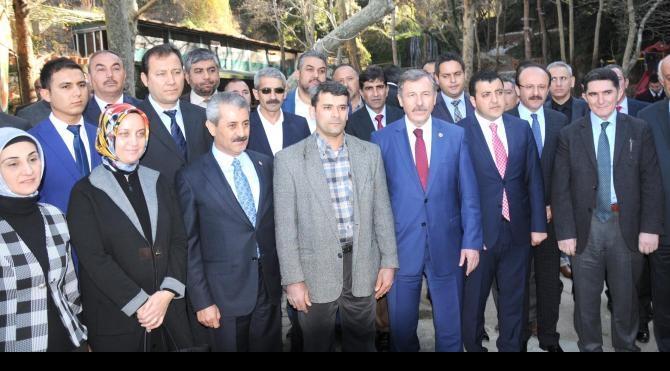 Ak Parti için adadığı koyunlar Türkmenlere gönderildi