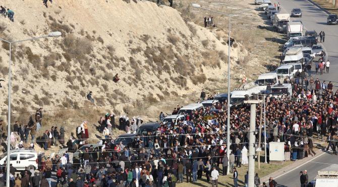 Mersin`de gösterilerde ölen genç toprağa verildi