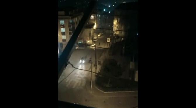 Araç geçerken böyle patlama oldu…