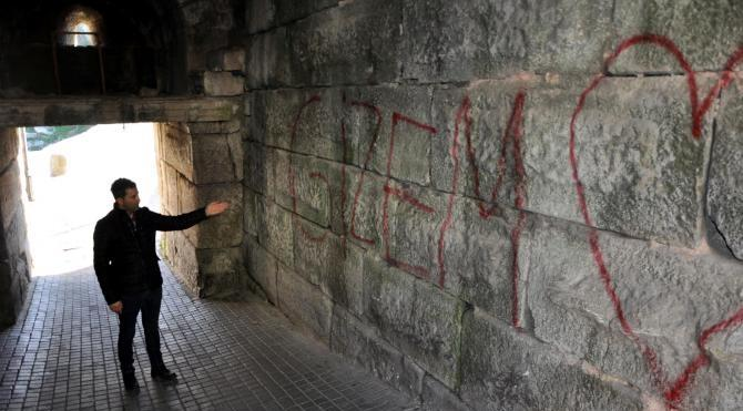 Tarihi Amasra Kalesi`nde sprey yazı kirliliği
