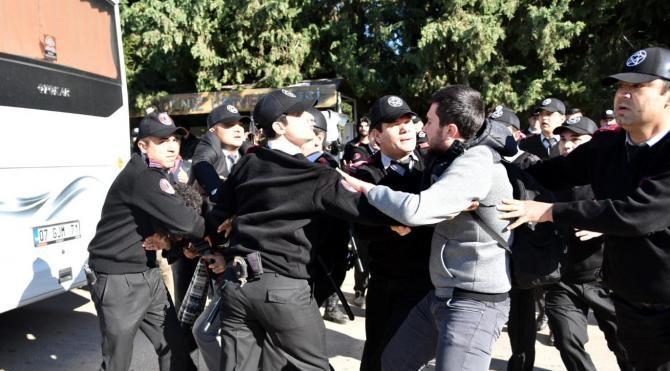 Akdeniz Üniversitesi`ndeki Uludere anmasına polis müdahalesi – fotoğraflar