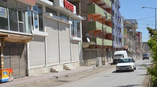 PKK`nın mezarlıktaki duvarı yıkıldı