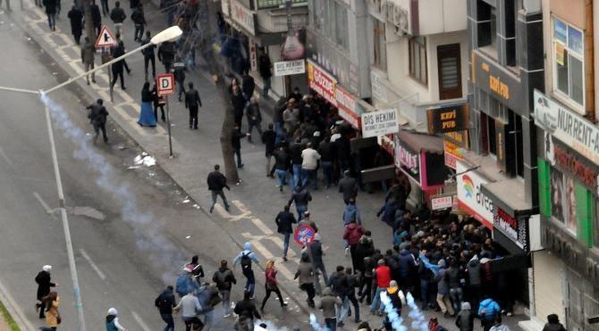 Diyarbakır`da sokağa çıkma yasağını protestoda olaylar çıktı