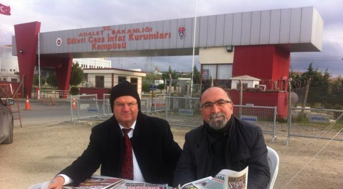 Ek fotoğraflar Altan Öymen ve Hüsamettin Cindoruk Silivri`de `umut nöbeti` tuttu