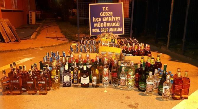 Tezgah altından kaçak içki satarken yakalandı