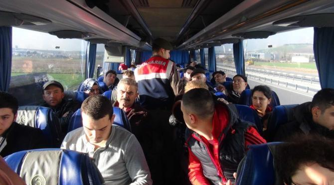 Jandarma otobüs sürücülerinin kurallara uyup uymadığını yolculara sordu