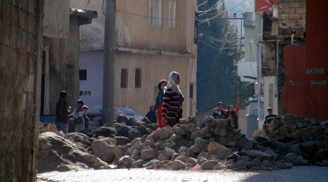 Cizre`de yasağın 16`ıncı gününde çatışmalar devam ediyor