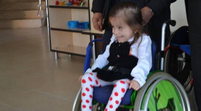 Minik Zeynep, çalındığını sandığı tekerlekli sandalyesine kavuştu
