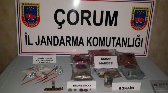 Çorum`da uyuşturucu madde ve tarihi eser operasyonu