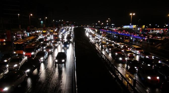 İstanbul trafiğinde yoğunluk yüzde 90`ı buldu