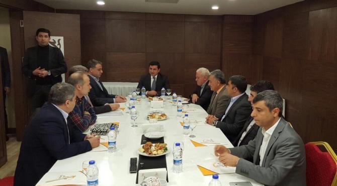 Diyarbakır iş dünyası temsilcileri, HDP Eş Başkanı Demirtaş ile görüştü