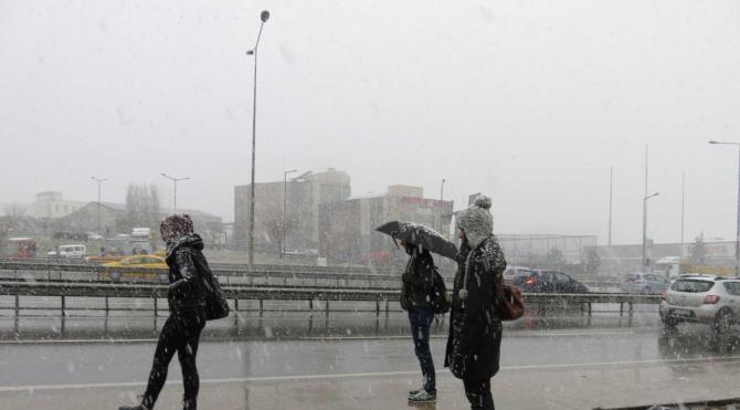 fotoğraflar İstanbul`da kar yağışı başladı