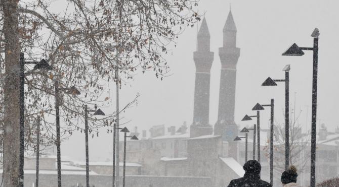 Sivas`ta kar yağışı etkili oldu