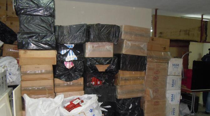 Saman çuvalları içinde 28 bin paket kaçak sigara