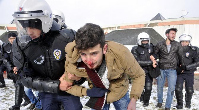 Kocaeli Üniversitesi`ndeki olayda 28 öğrenci gözaltına alındı