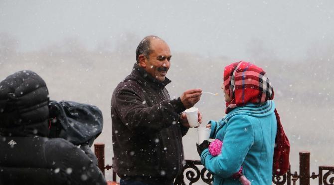 Çamlıca ve Piyer Loti tepelerinden kar manzaraları