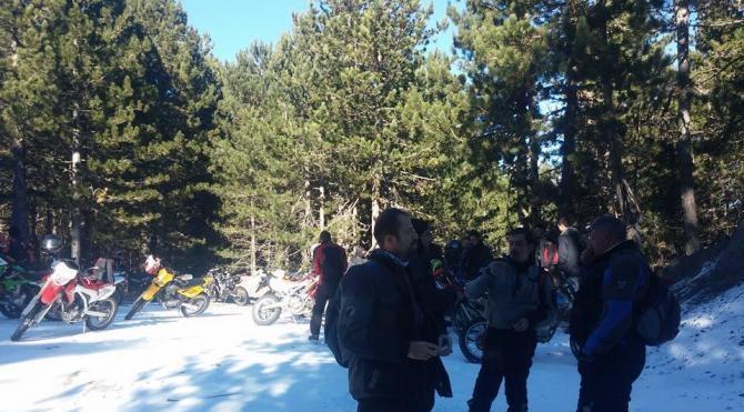 Motosikletlilere Kazdağları`nda kar süprizi