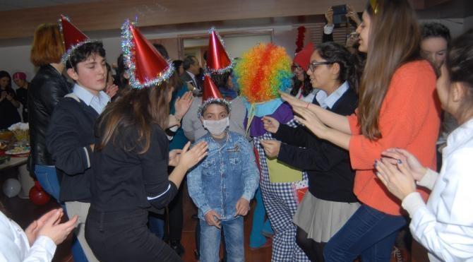 Lösemiyi yenen çocuklarla yeni yıl kutlaması
