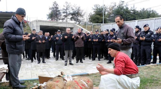 Polis ve askerler için kurban kesildi