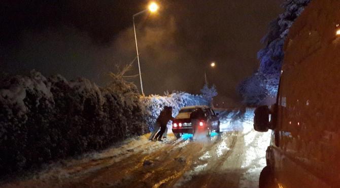 Kocaeli`de kar yağışı etkili oluyor