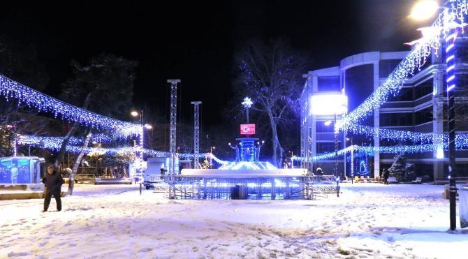 İstanbul`da kar yağışı etkisini arttırıyor